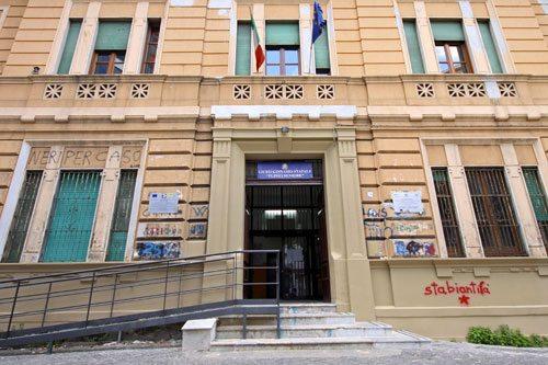 Stabia, Liceo Plinio: docenti respingono il tentativo di occupazione, vicepreside in Ospedale
