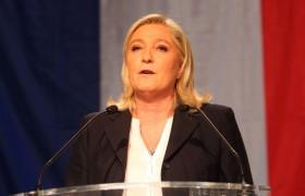 """Marine Le Pen contro gli immigrati clandestini <br /> """"Basta scuola pubblica gratuita per i loro figli"""""""