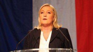 """Marine Le Pen: """"Basta scuola pubblica gratuita per i figli degli immigrati clandestini"""""""