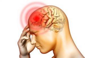 Meningite, come si trasmette e come proteggersi: saliva, starnuti, baci...