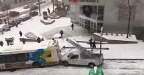 YOUTUBE Montreal, tamponamento da record per ghiaccio: bus, pick up, auto, furgoni