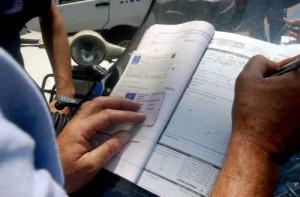 Ha un malore in auto, accosta e non paga il parcheggio: multa da 120 euro