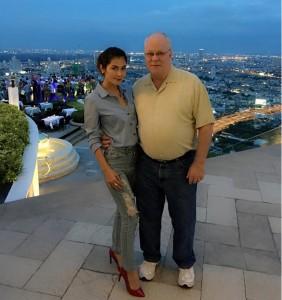 Nong Nat e il marito, il miliardario settantenne Harold Nesland Jr.