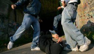 Reggio Emilia, quattro giovani pestati da baby gang per una ragazza