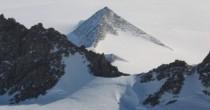 YOUTUBE Piramide di ghiaccio in Antartide: il mistero della montagna perfetta