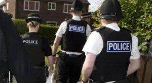 Abusi della polizia inglese sugli arrestati: 300 agenti sotto accusa