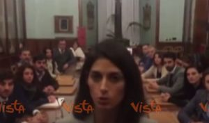 YOUTUBE Virginia Raggi, VIDEO selfie su Facebook per dimissioni Muraro