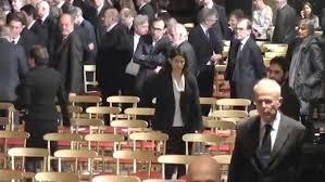 """Virginia Raggi al Quirinale, nessuno se la fila, Beppe Grillo furioso: """"Vermi e parassiti"""""""