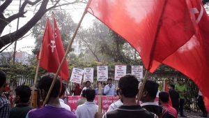 Bangladesh, operai scioperano chiedendo aumento stipendio: 1500 licenziati