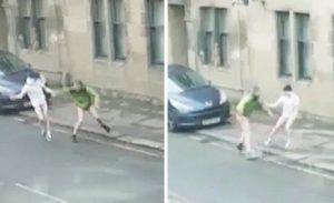 YOUTUBE Scozia: ragazzi senza pantaloni e slip combattono per strada