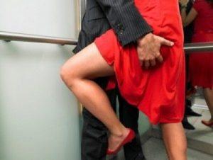 Belgio: posa per foto piccanti nel ministero: dipendente licenziata