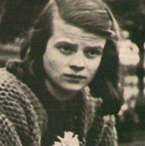 Sfidò il Nazismo, morì sulla ghigliottina a 22 anni, la storia di Sophie Sholl, eroe della Germania