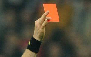 Sputa ad arbitro durante la partita: calciatore squalificato fino al 2018