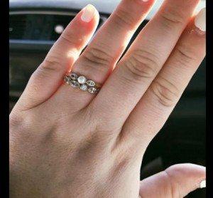 """""""Il tuo anello da 100 euro è ridicolo"""". La sposa risponde così"""