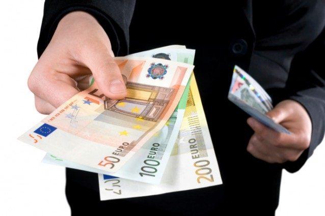 Stipendi: in Italia i più bassi di tutta l'Europa occidentale (12,5 euro l'ora)