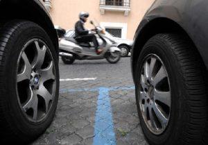 Milano, strisce blu nuovi prezzi: in centro da 2 a 3 euro all'ora