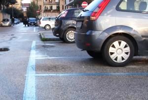 Roma, parcheggi a strisce blu a Castro Pretorio affittati tutti dall'ambasciata