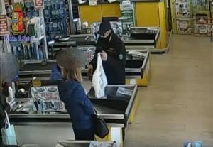 Era l'incubo dei supermarket, arrestato rapinatore a Roma