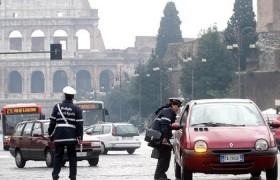 Città inquinate, blocco traffico e targhe alterne <br /> Roma, Torino, Milano, Napoli: gli orari e le fasce