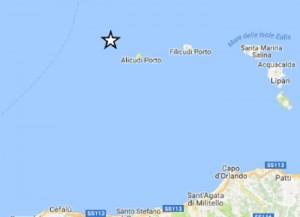 Terremoto Isole Eolie: scossa 3.8, gente per strada