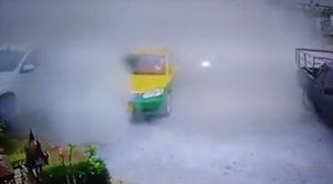 Thailandia, tassista investito da auto impazzita sopravvive
