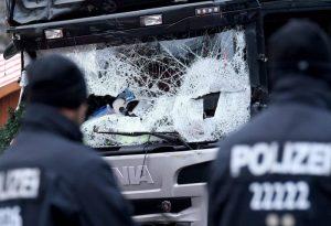 Attentato Berlino, blitz delle teste di cuoio in un centro per rifugiati