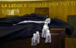 Debito da 2 milioni di euro per colpa della moglie: giudice lo azzera
