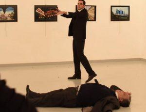 """Vladimir Putin attacca la Nato per omicidio Andrey Karlov: """"Una provocazione"""""""