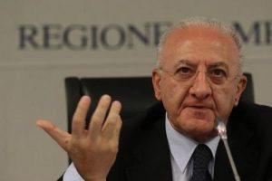 """Vincenzo De Luca, voto di scambio? Disse ai sindaci: """"Votate Sì al Referendum e..."""""""