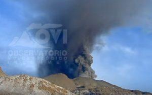 YOUTUBE Perù, vulcano Sabancaya ricomincia a eruttare