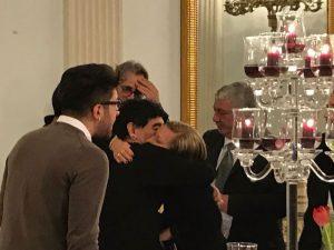 Diego Armando Maradona incontra mamma Ciro Esposito e si commuove