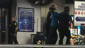 Fort Lauderdale, spari in aeroporto: cinque vittime. Preso killer, è americano 01