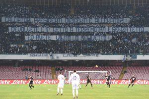 """Napoli, foto striscione tifosi: """"Devolvete l'1% ai terremotati"""""""