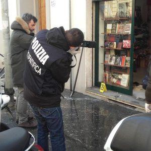 Firenze, artificiere ferito da bomba: su Facebook viene insultato