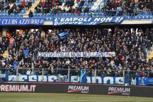Empoli, striscione tifosi 'Centro Italia non mollare' FOTO