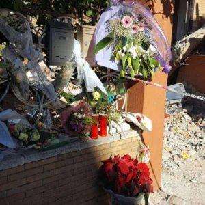 Roma, crolla palazzina Acilia : folla ai funerali di Debora e Aurora