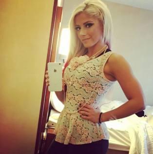 Alexa Bliss, campionessa del wrestling racconta2
