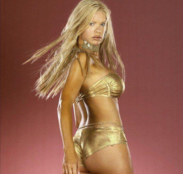 Alice Douvall, 350 interventi chirurgici per essere Barbie