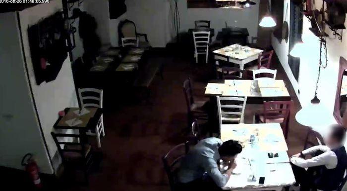 Bologna, comprava cocaina nella nota osteria col figlio in carrozzina3