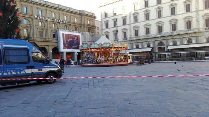 Borsa sospetta a Firenze fatta brillare, all'interno c'era un profumo