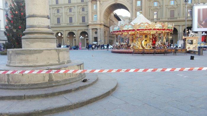 Borsa sospetta a Firenze fatta brillare, all'interno c'era un profumo3