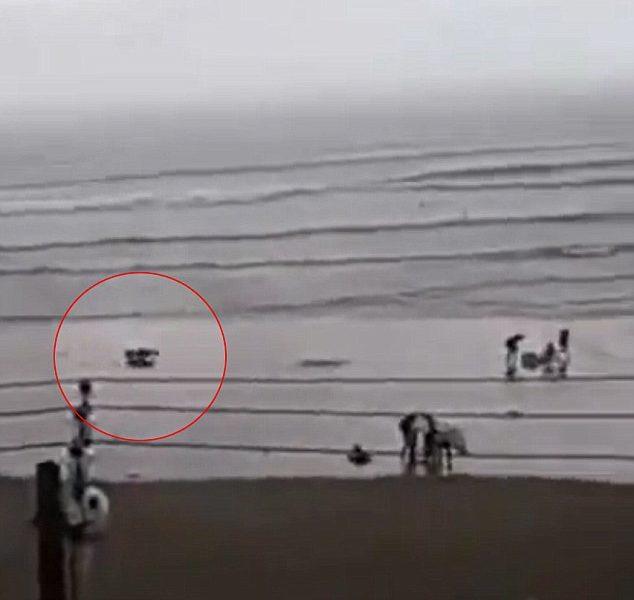 Brasile, turista colpita da fulmine su spiaggia4
