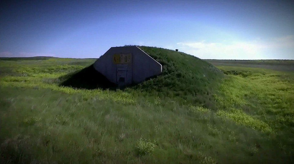 Bunker anti nucleari extra-lusso con piscina e ospedale7
