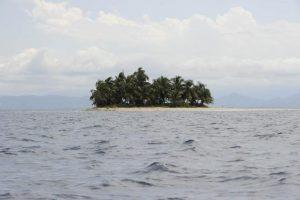 """Isola dei Famosi, a rischio per tempesta la prima puntata. Dagospia: """"Wanna Marchi e figlia..."""""""