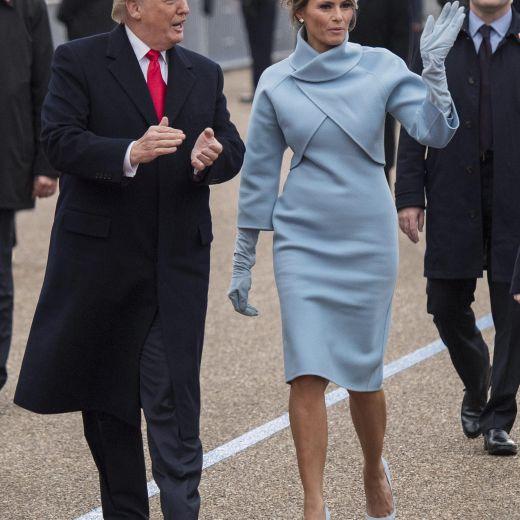 Donald Trump sorprende tutti: ecco cosa fa mentre va alla Casa Bianca FOTO