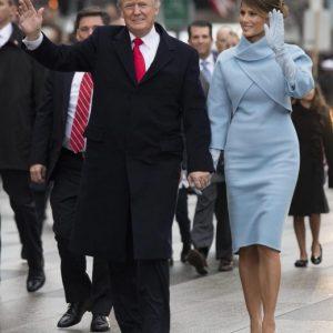 Donald Trump sorprende tutti: ecco cosa fa mentre va alla Casa Bianca 11