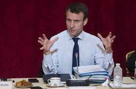 Sale in Francia un astro, Emmanuel Macron, socialista e liberale, piace alla gente comune