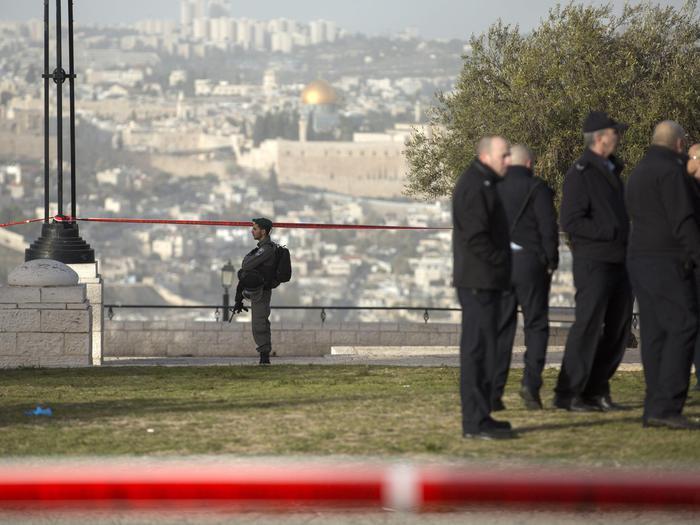 Gerusalemme, camion contro soldati: 4 morti