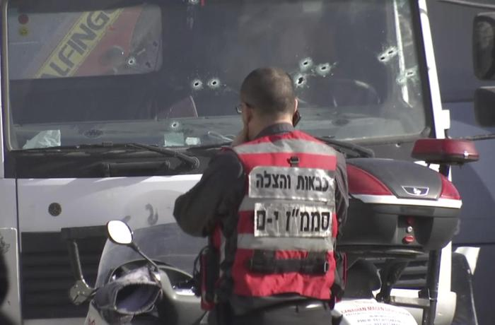 Gerusalemme, camion contro soldati: 4 morti5