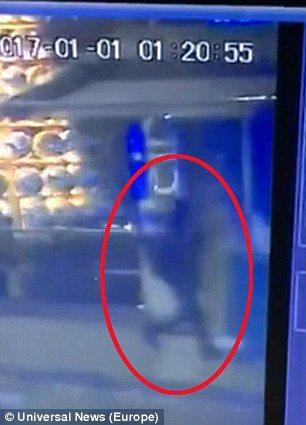 Istanbul, VIDEO mostra proiettili che rimbalzano su auto1